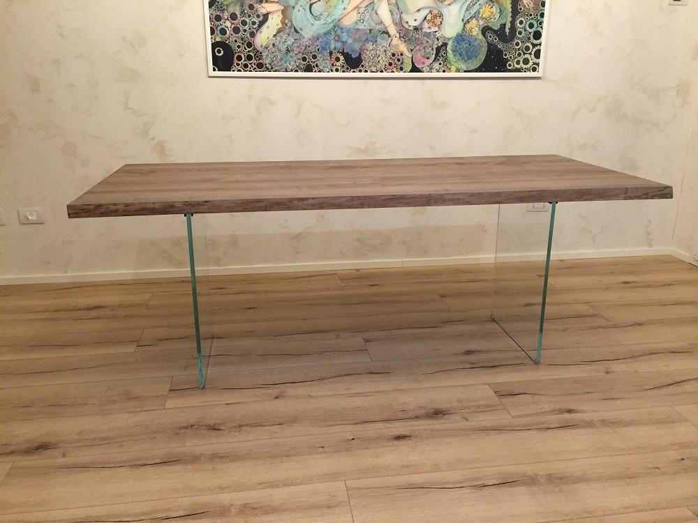 Assi di legno per tavolo idee di design per la casa - Tavolo di legno ...