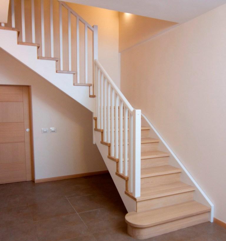 Ringhiere in legno per scale interne spazio scale - Ringhiera scale interne ...
