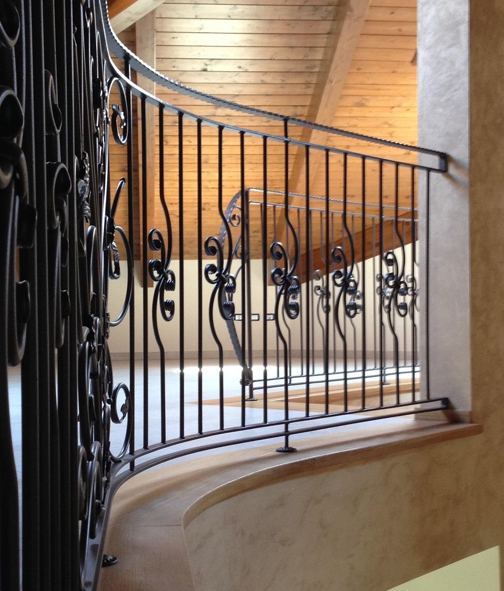 Ringhiere in legno per scale interne spazio scale - Ringhiere in ferro battuto per balconi esterni ...