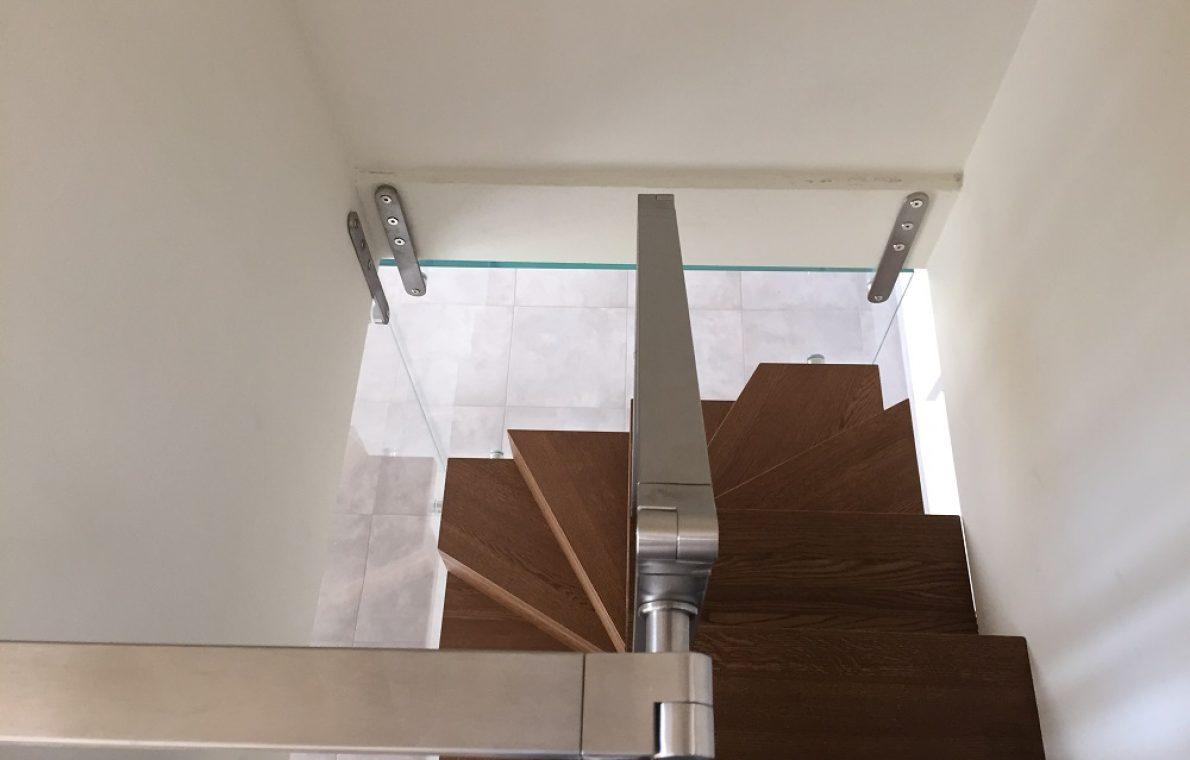 System in rovere con ringhiera vetro
