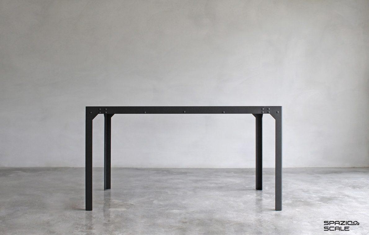 Tavolo in stile industriale