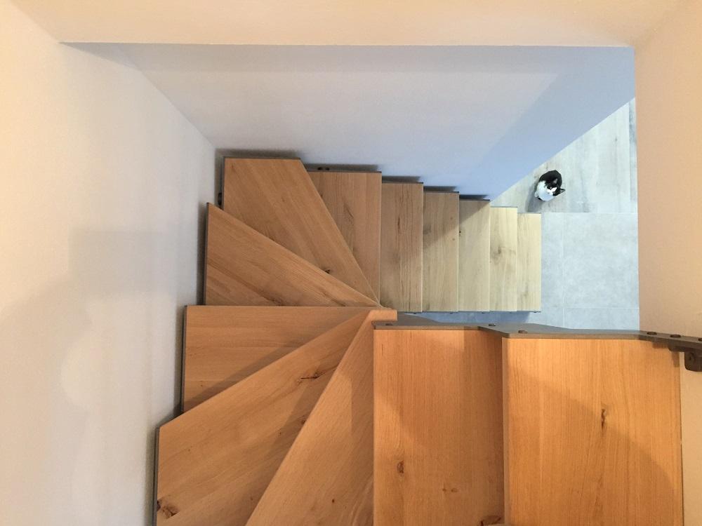 Scala a giorno in legno progettazione e vendita spazio scale for Piccoli spazi