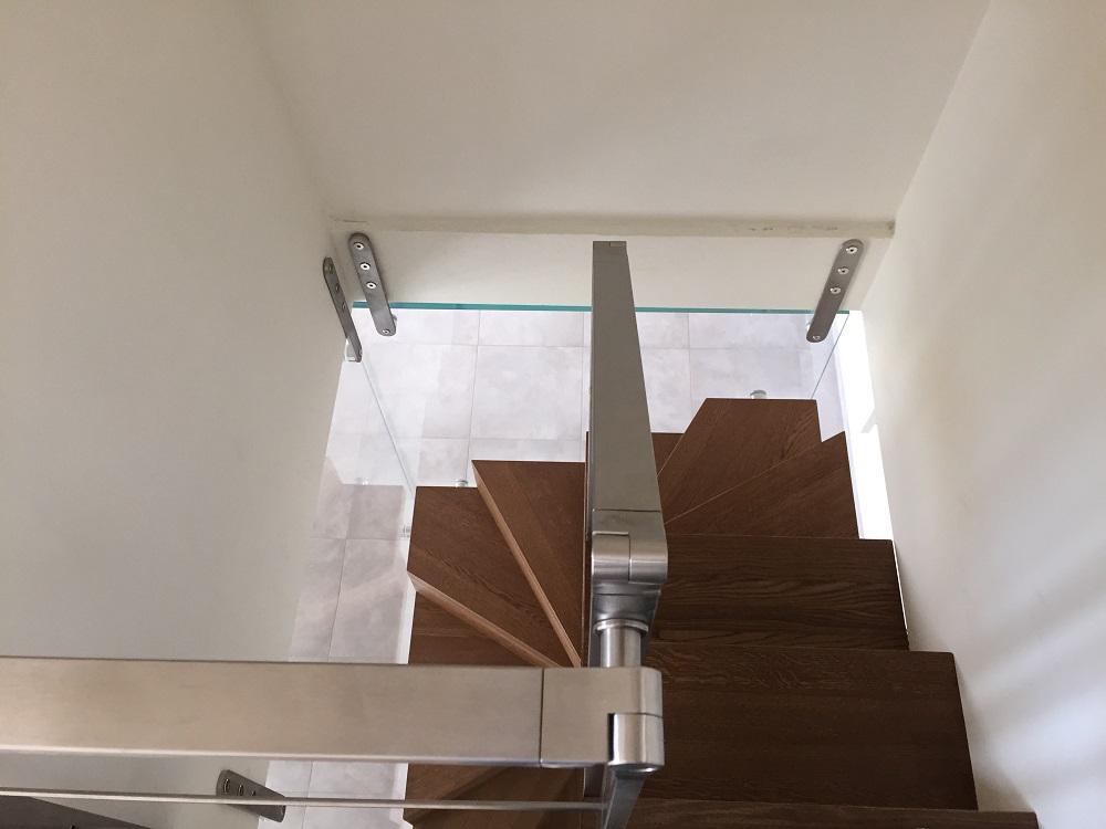 Scala System in rovere con ringhiera vetro (2)