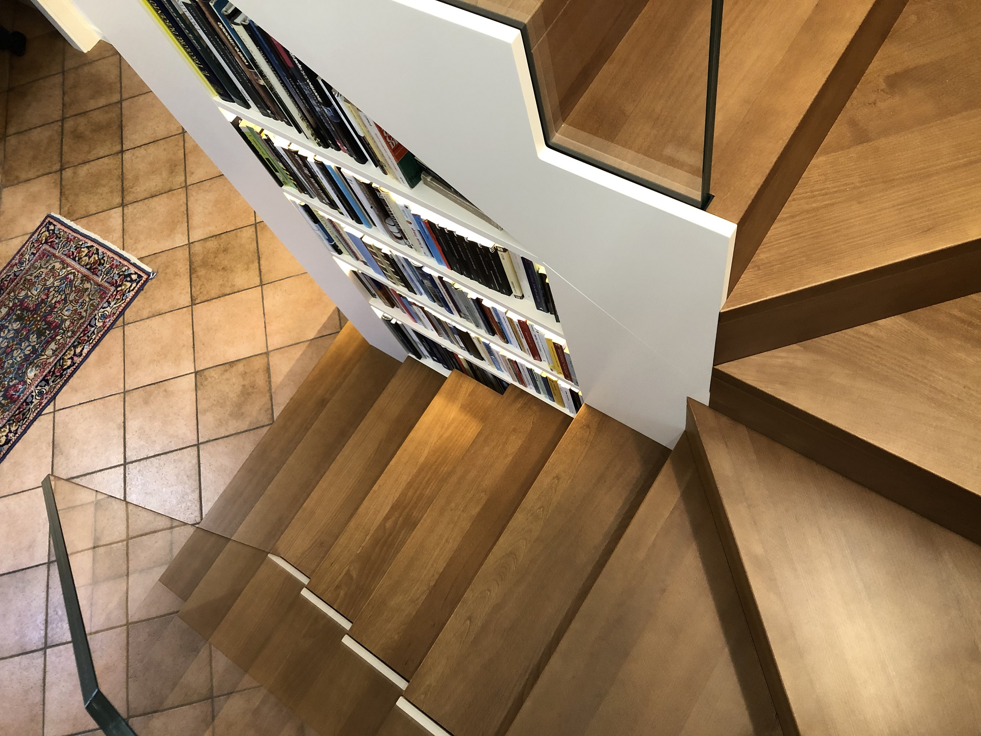 Scala in legno con libreria